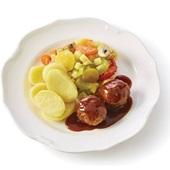 Culivers kalfsgehaktballetjes in jus, herfstgroenten en gekookte aardappelen voorkant