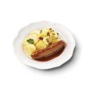 Culivers (7) rundersaucijs met jus, zomerse zuurkool met ananas en rozijn en gekookte aardappelen voorkant