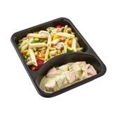 Culivers (56) zalmfiletstukjes in kervelsaus, penne met groenten achterkant