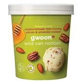 Gwoon biologisch roomijs  yoghurtsmaak met honing, pecan & amandel stukjes voorkant
