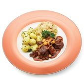 Culivers (78) runderstoofvlees op Vlaamse wijze met witlof met spek en krieltjes met tuinkruiden voorkant