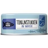 Vis Mari tonijnstukken in water voorkant